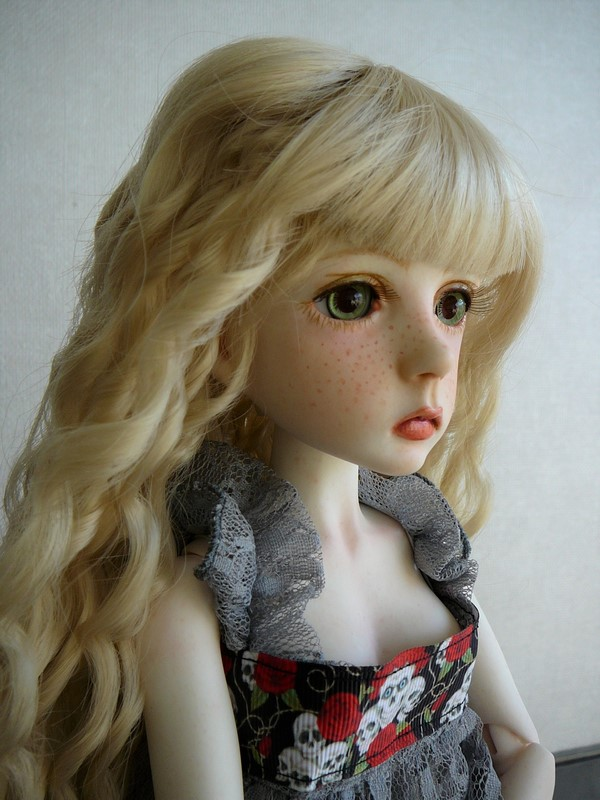 Mari, petite fille triste (Dollstown) 05_min10