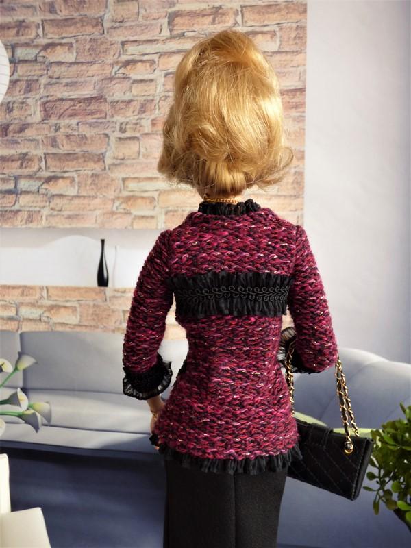 Brittany en tenue de style Chanel 06_bri10