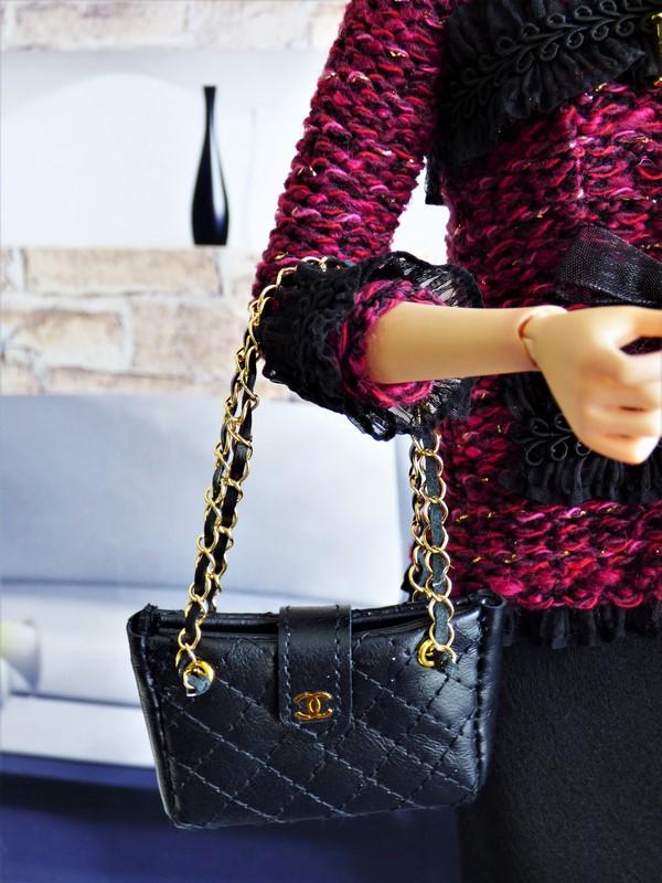 Brittany en tenue de style Chanel 09_dyt10