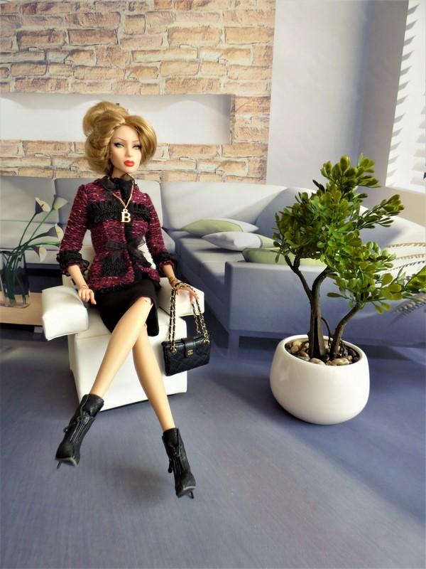 Brittany en tenue de style Chanel 11_bri10