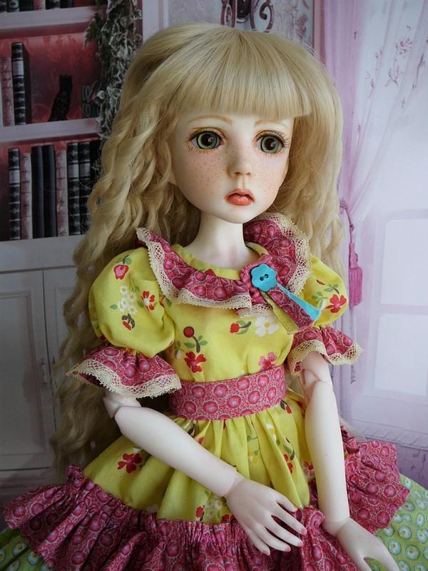 Mari, petite fille triste (Dollstown) 12_min10