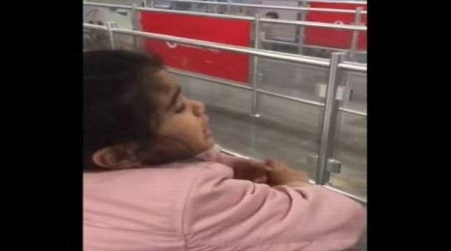 """فيديو موجع ومؤلم لطفلة تودع والدها """"قول للشغل أن بنتى الصغيرة زعلانة"""" 0245"""
