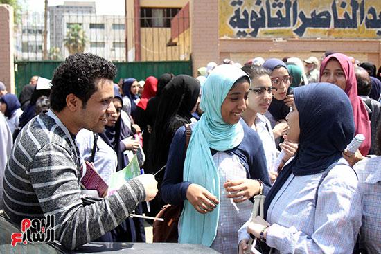 طلاب ثانوية عامة: امتحان العربي سهل بس طويل 11278