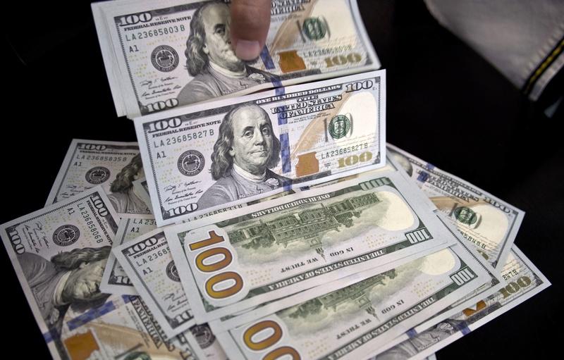 الدولار يرتفع مرة أخرى ويستقر عند 17.79  14495910