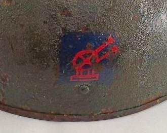 Insigne sur un casque de tankiste anglais? Personne? Insign11