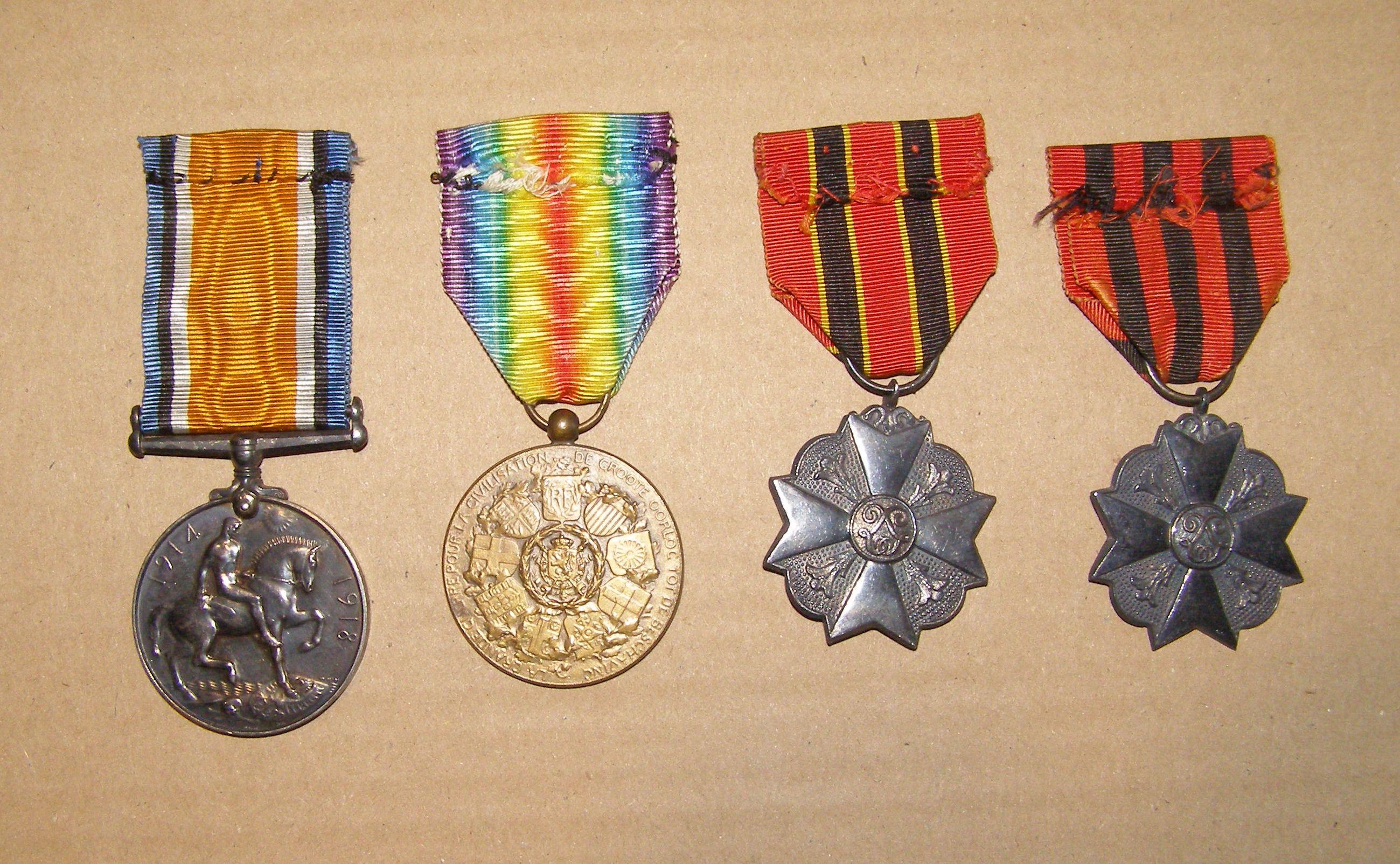 War medal attribuée à un civil +médailles belges - Personne? War_me13