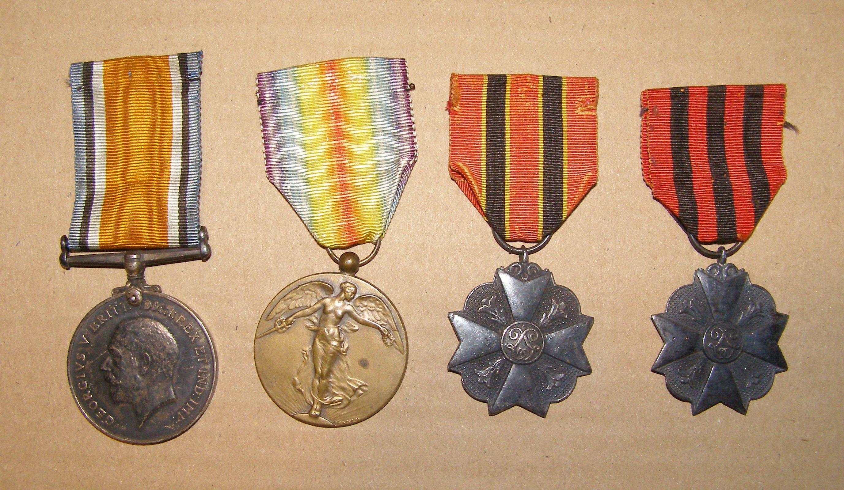 War medal attribuée à un civil +médailles belges - Personne? War_me14