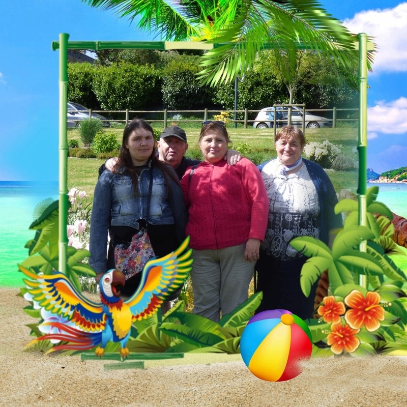 Montage de ma famille - Page 7 Photos23