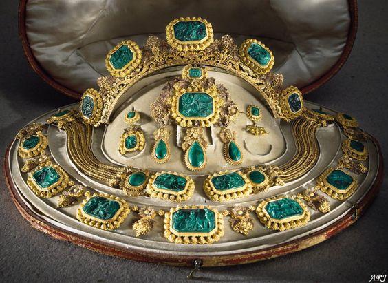 bijoux anciennes Queen_10