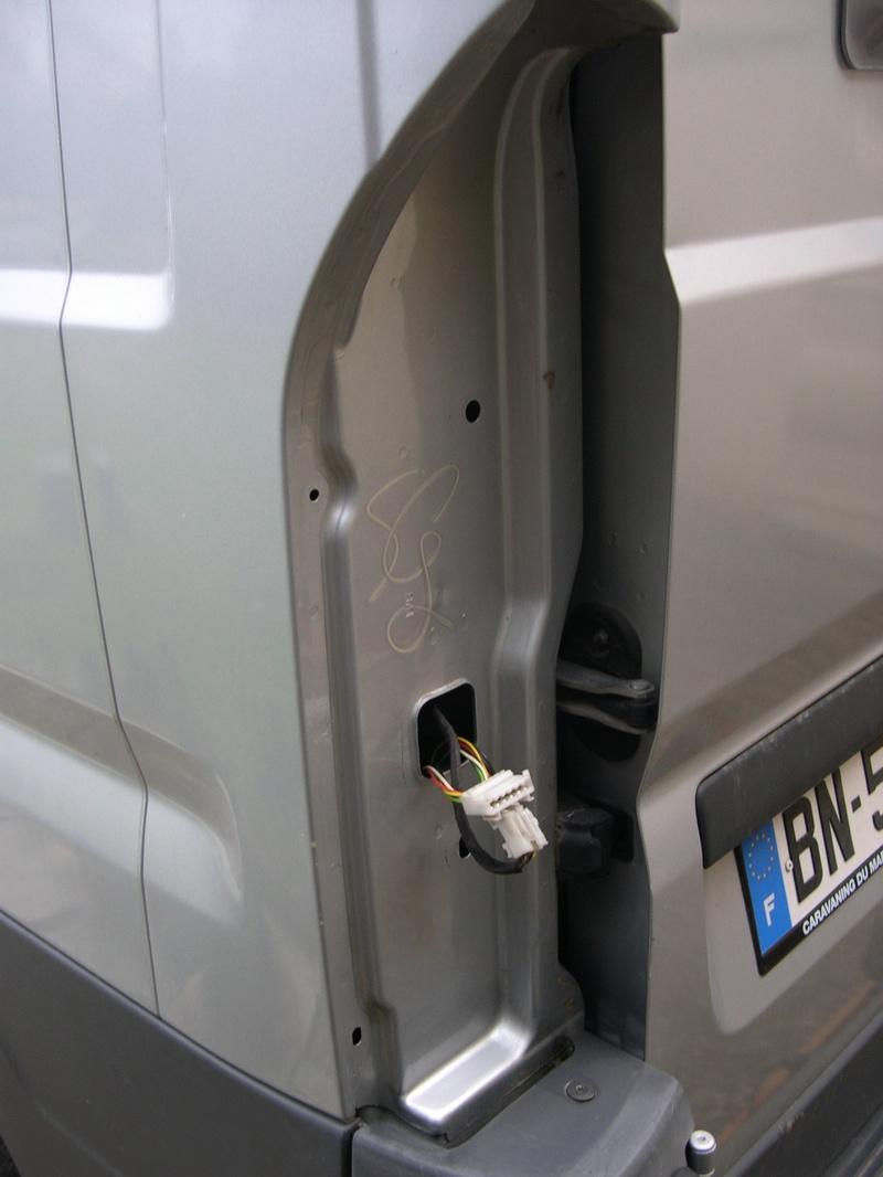 Ducato : accés aux feux arriéres....Tuto Dscn4623