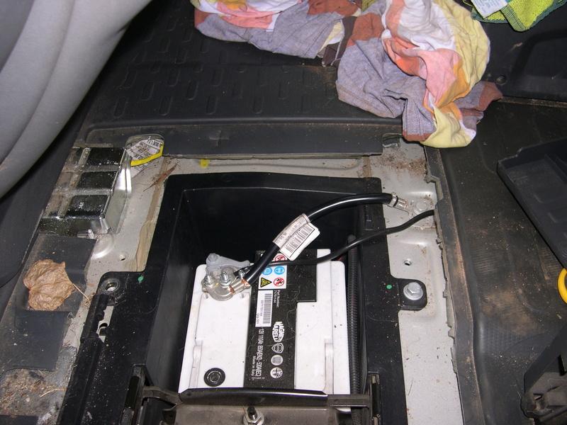 Qui a posé un coupe circuit sur la batterie moteur ?? Dscn4630