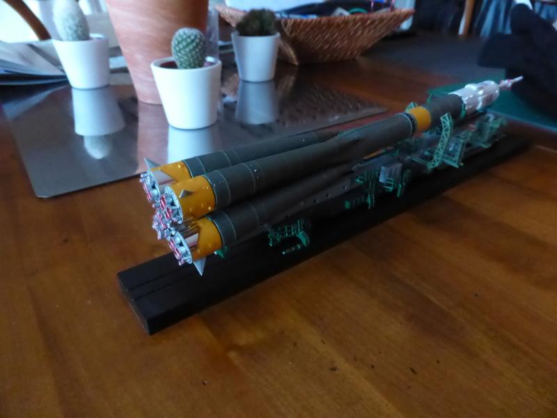 fusée Soyouz et transporteur spatial  P1020710