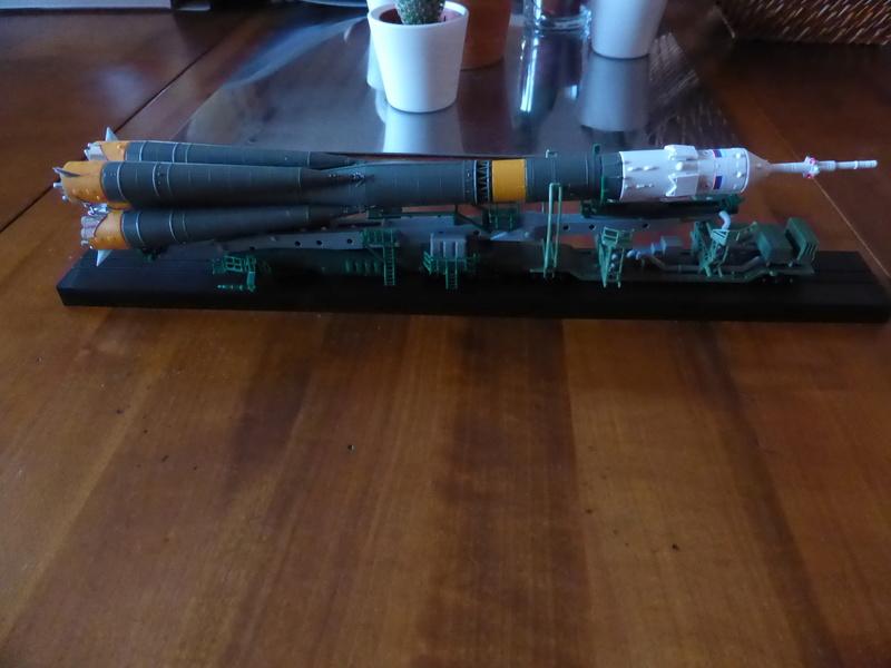 fusée Soyouz et transporteur spatial  P1020711