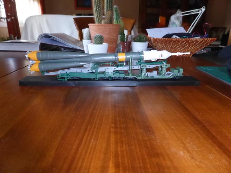 fusée Soyouz et transporteur spatial  P1020714