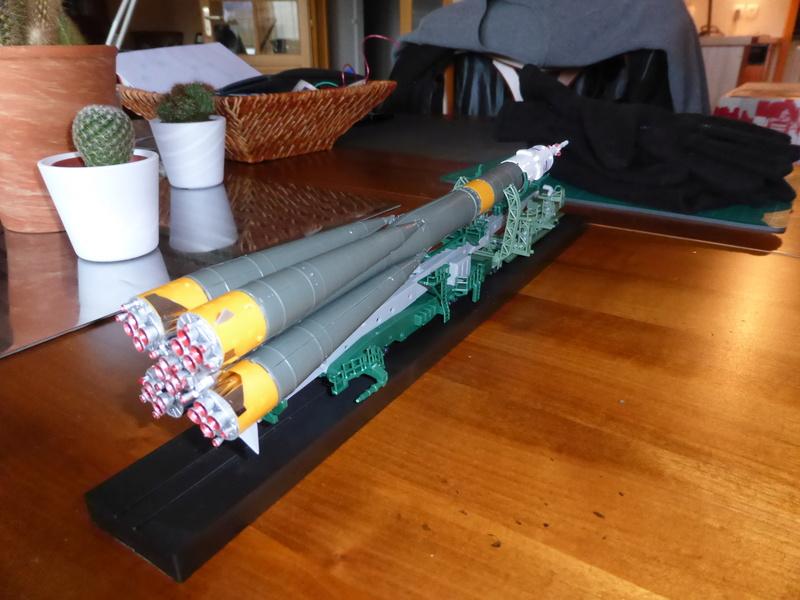 fusée Soyouz et transporteur spatial  P1020715