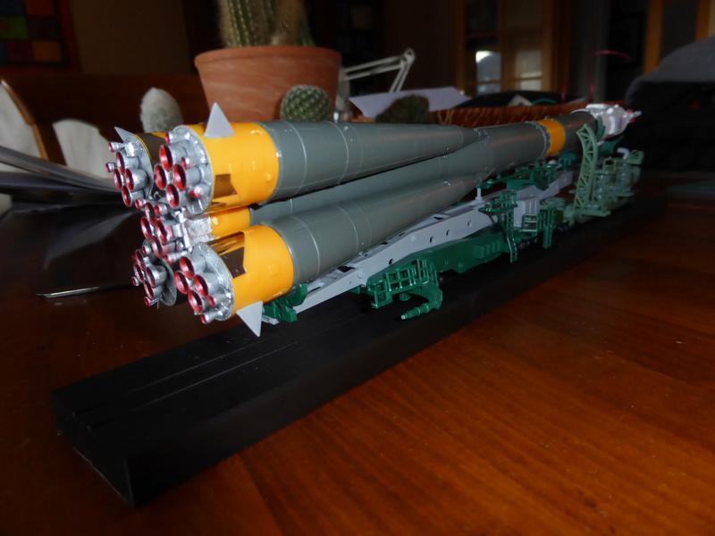 fusée Soyouz et transporteur spatial  P1020716