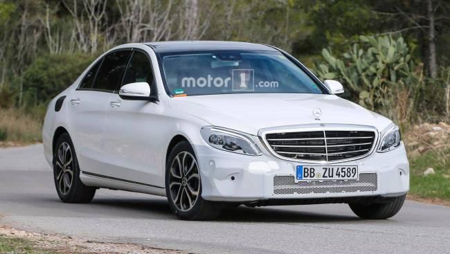 Flagra - Mercedes-Benz Classe C terá leve reestilização em 2018 Merced10
