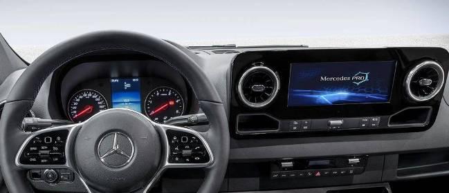 Curiosidade: Novo Mercedes Sprinter 2018 mostra painel mais equipado que muito sedã Merced15