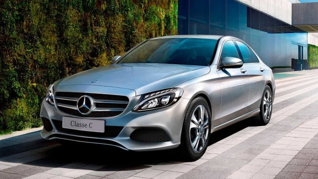 Sedãs de luxo em março – Mercedes-Benz Classe C dispara na liderança Merced18