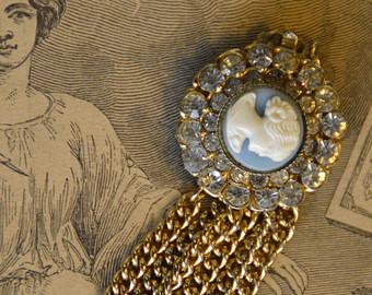 Les enquêtes de Lavinia et Tobias, tome 2 : Le mystère du bracelet bleu d'Amanda Quick Il_34010