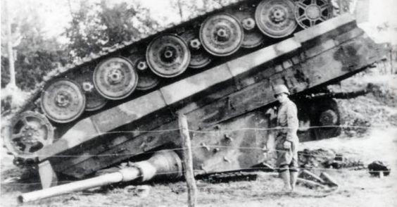 Sd.Kfz. 182 King Tiger (turret Henschel) MENG 1/35° + Full interior et Zim MENG + P.E Eduard + tube Aber [Terminé] King_t10