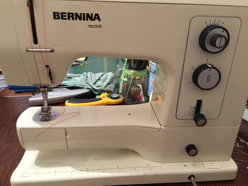 Bernina 830 Record: le bouton d'escamotage de la griffe est bloqué Vue_ge10