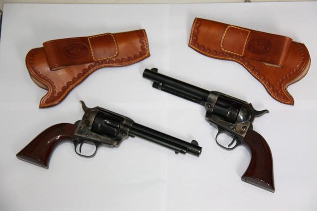Vds 2 Revolvers Uberti 357 + cuirs Img_0910