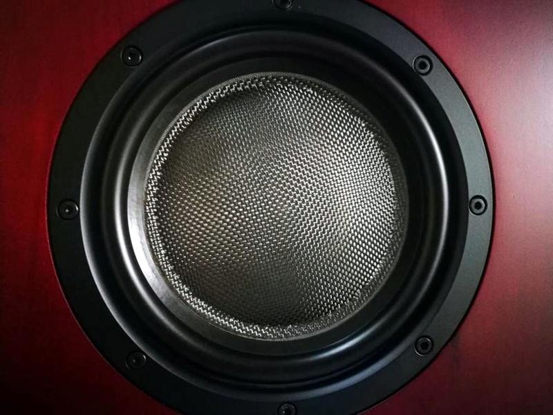 B&W Nautilus™ HTM1 Center Channel 3-Way Loudspeaker System, England Htm1c10
