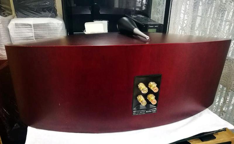 B&W Nautilus™ HTM1 Center Channel 3-Way Loudspeaker System, England Htm1f10