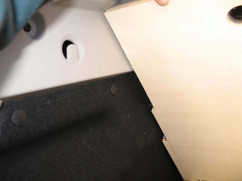 Rangement des câbles : Fabrication d'un double fond de coffre - Page 4 Img_5814