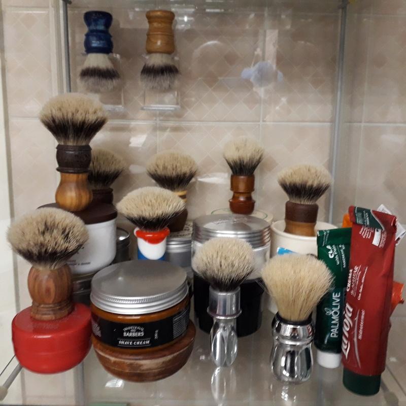 Photos de votre armoire spéciale rasage (ou de la partie réservée au rasage) - Page 27 20180121