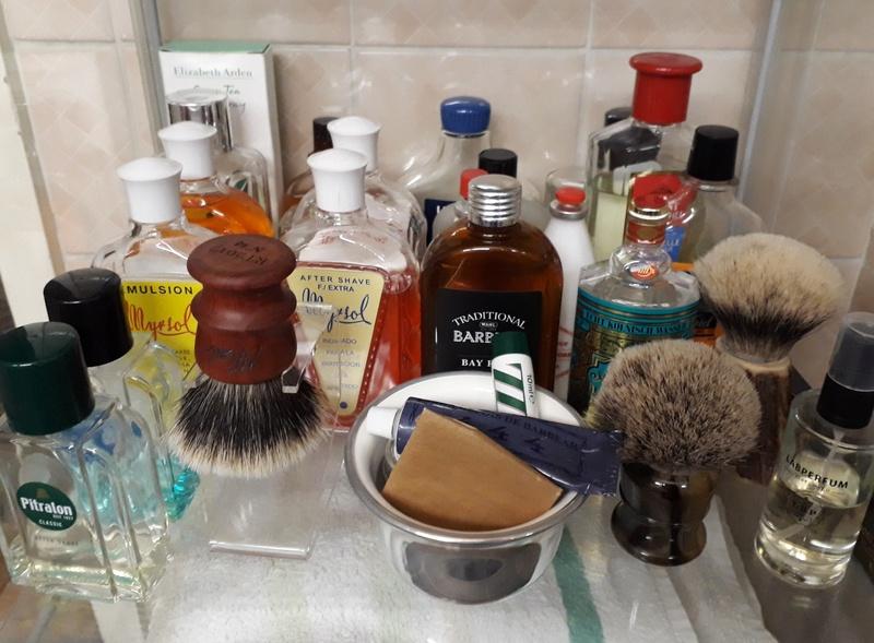 Photos de votre armoire spéciale rasage (ou de la partie réservée au rasage) - Page 27 20180122