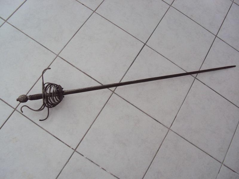Epées: rapières XVII ème Dsc02919