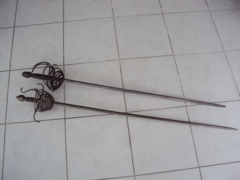 Epées: rapières XVII ème Dsc03030
