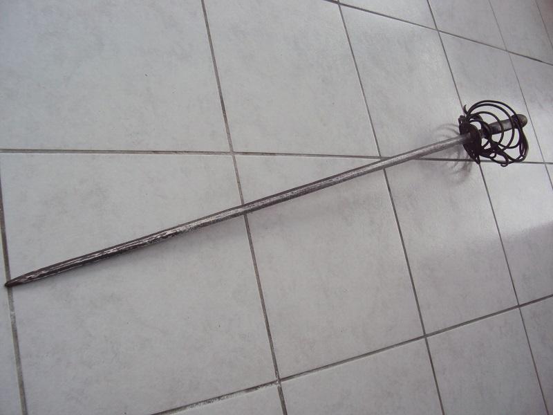 Epées: rapières XVII ème Dsc03043