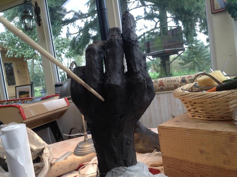 une main qui tient pas Img_4116