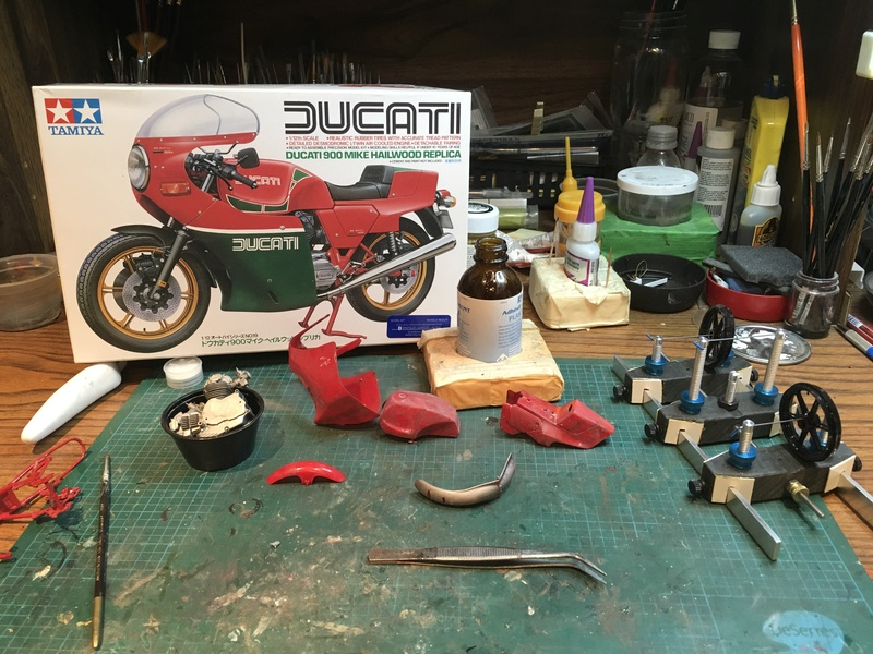 Ducati 900 Mike Hailwood replica D25d9710