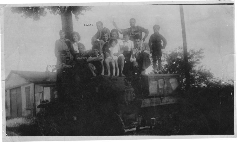 Char lyon III ? où est prise cette photo nom de l'équipage ? A_194x10