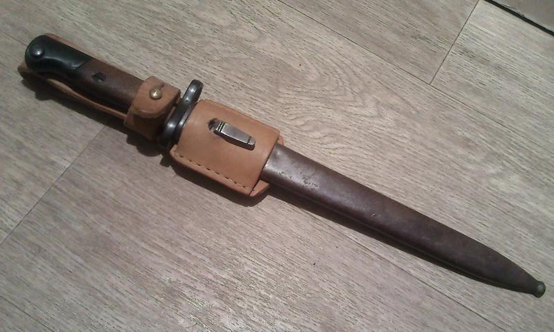 Baîonnette Mauser Pérou 1935 et Vergueiro M04-39 et bretelles. Photo184