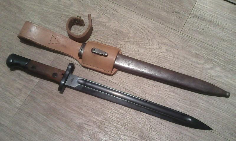 Baîonnette Mauser Pérou 1935 et Vergueiro M04-39 et bretelles. Photo188