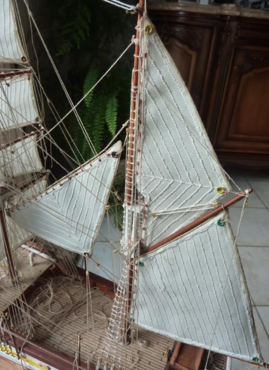 Le Pourquoi-Pas 1908 - Billing Boats - 1/75éme - Page 8 P1110713