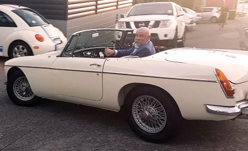 How a rusty 1963 Corvair turned into a slightly less rusty 1977 MG Midget 67_mgb10