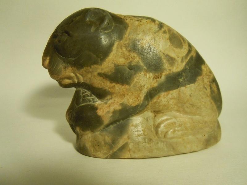 Lionceau en marbre. Origine ? Dscn8029