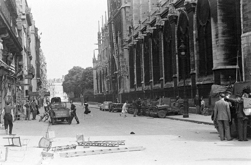 Rue du Cloître Notre-Dame 26 août - Page 2 12719610