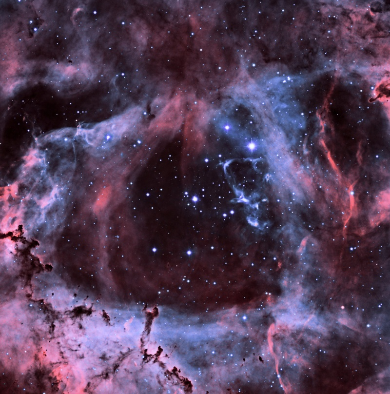 Le coeur de la Rosette en HOO Ngc_2211