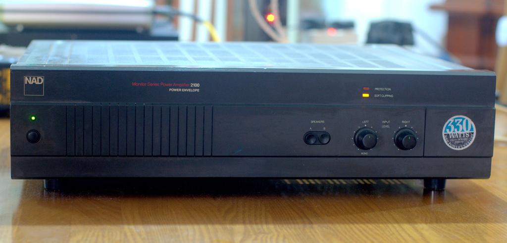 NAD 2100 Power Amplifier