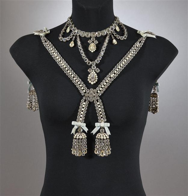 Le collier dit de la reine Marie-Antoinette (L'affaire du collier de la reine), et ses répliques 16-53612