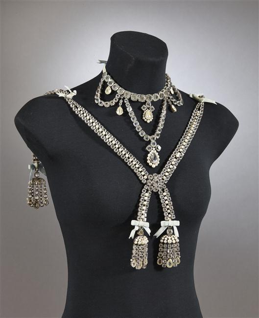 Le collier dit de la reine Marie-Antoinette (L'affaire du collier de la reine), et ses répliques 16-53613