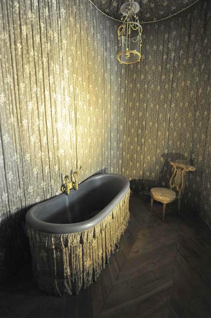 Le boudoir d'argent de Marie-Antoinette au château de Fontainebleau  - Page 2 48870310