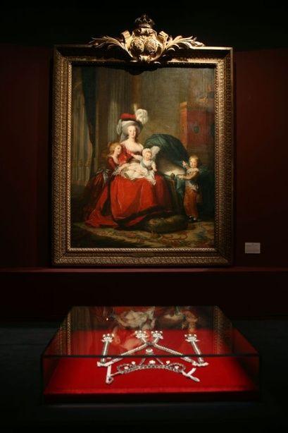 Le collier dit de la reine Marie-Antoinette (L'affaire du collier de la reine), et ses répliques 655dff10